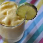 So schmeckt der Sommer: Mango Smoothie